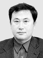 """[국제칼럼] """"한국거래소에서 무슨 일이…"""" /권순익"""