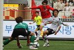 [2011 프로축구 K-리그] 부산, 전임 황선홍 감독 울렸다