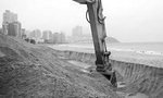 해운대해수욕장 해일 대비 모래 방파제 세워