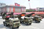 북한은 전승절 기념 대규모 열병식