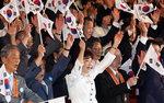 북한엔 '평화·상생' 유화 손짓, 일본엔 '반성없이 미래없다' 압박