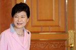 박 대통령 지지율 43.4%…상승세 주춤, 당청 동반 하락