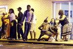 미국 퍼거슨 사태 1주기 침묵행진 중 인근서 총기발사 1명 부상