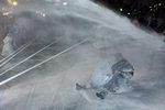 서울서 대규모 반정부 시위…물대포 맞은 60대 농민 중태