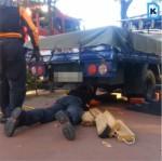 [영상] 인도서 후진하던 트럭에 80대 노인 깔려