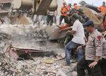 인도네시아 강진 사망자 100명 넘어서