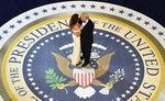트럼프, 오바마 지우기 시동…1호 행정명령 '건보개혁 폐지'