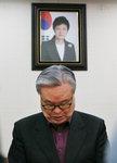 한국당 '朴을 어쩌나' 고민