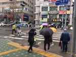 [부산날씨] 화창하다 빗방울 반복 … 부산서 이틀째 봄비