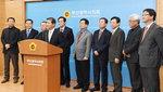 지역인사 줄줄이 민주당, 대세론 무임승차 논란