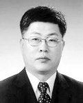 [CEO 칼럼] 성장 패러다임 전환 시급한 부산항 /김영득