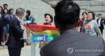 문재인 향한 '성소수자 기습 시위', 성소수자인권에 오히려 '역풍'되나