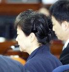 """박근혜, 머리핀으로 '약식 올림머리'…최순실 """"제가 죄인"""" 울먹여"""