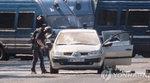 파리 샹젤리제 대로서 30대 테러 위험인물 폭발물 싣고 경찰차에 돌진