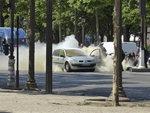 이번엔 파리서 폭발물 실은 차량 '쾅'