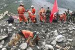 중국 쓰촨성 마을 덮친 산사태…잠자던 100여 주민 삼켰다