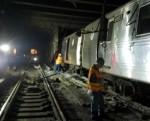 수백명 태운 뉴욕 지하철 출근길 탈선사고 '터널 급제동' 34명 부상