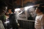 류샤오보 사망에 병원 주변 경비 강화...중국, 추모객에 경찰 미행도