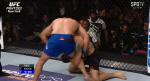 [UFC 미들급 랭킹전] 1라운드 경기 막판 게스텔럼의 왼손 공격에 쓰러진 와이드먼