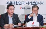 """자유한국당 """"담뱃세 유류세 인하""""…여당 '부자증세'에 대립각 세우나"""