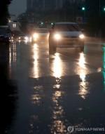 [오늘날씨]광주 '폭염' 중부, 경북 밤부터 '국지성 폭우' 최대 120㎜