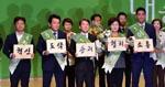 돌아온 창업주…지지율 올리기·지방선거 등 숙제 산적