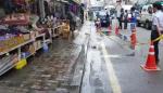 [영상] 부산 자갈치시장 상가 일대 수도관 파열, 도로 물에 잠겨