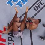 [UFC] '전 챔피언' 베우둠, 루이스 대체자 해리스 암바로 서브미션 승