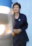"""박근혜 """"법치 빌린 정치보복""""…변호인도 전원 사퇴"""