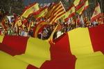 """""""스페인에 잔류""""…카탈루냐서 독립반대 100만 명(스페인 정부 추산) 집회"""