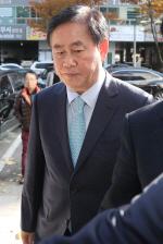 검찰, '국정원 특활비 의혹' 최경환 의원실·자택 압수수색