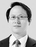 [세상읽기] 2018년 경제전망과 부산기업의 대응전략 /이경만