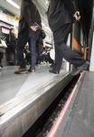 도시철도 안전발판 없어 잇단 발빠짐 사고