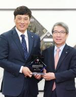 '국민타자' 이승엽, 이제는 KBO 홍보대사로 그라운드 누빈다