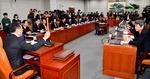 개헌특위 첫 회의서 '으르렁'…한국당은 장외투쟁