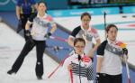 """여자 컬링 결승전서 스웨덴에 3-8패 값진 銀…영미·의성 마늘소녀 신드롬까지 """"잘싸웠다"""""""