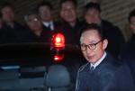 이명박 구속, 서울 동부구치소로...'머그샷' 찍고 수용자 번호로 불려