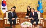 문 대통령·양제츠, 한반도 비핵화 평화정착 중국 역할 공감