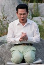 '만민중앙성결교회' 이재록 목사… 과거 신도 몰려와  'PD수첩' 중단