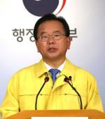 "KTX 진상승객 혼낸 '공무원' 알고보니 김부겸… ""장관도 공무원이긴 하지"""