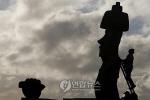 """'이스터섬 모아이 석상' 작업 비밀은?… """"돌모자 푸카오, 경사로는 없었다"""""""