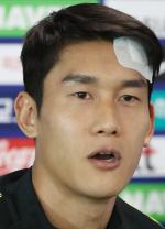 [축구 중계] 이용, 머리 붕대 감고 출전…이마 찢어져 7cm꿰매