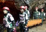 태국 동굴  소년, 전원 구조 속 숨은 영웅들 '잠수사 다이버 90명 의사 등'