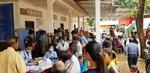 라오스 임시진료소에 몰린 주민들