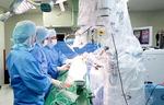 수술비가 비싸다?…재활치료 기간 짧고 부작용 적어 '경제적'