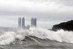 태풍 '솔릭' 급우회전…한반도 관통