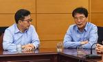 갈등설 휩싸인 김동연·장하성, 54일 만에 두 번째 정례회동