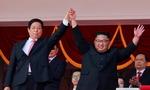 북한 열병식 미국 의식 수위조절…ICBM 대신 경제 강조