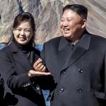 """김정은의 손가락 하트 """"어떻게 하는 겁니까. 모양이 안 나옵니다"""""""