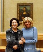 김정숙 여사, 샤넬 한글 재킷 입고 프랑스 방문